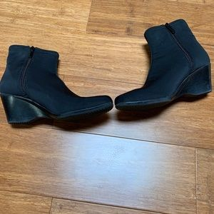 Impo stretch neoprene ankle boot wedges